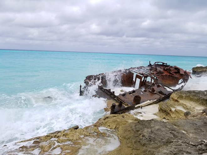 27495 Shipwreck Bimini Bahamas