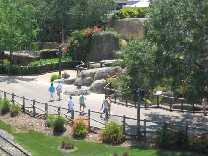 busch-gardens-walkways