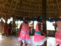 native-roatan-women-dance